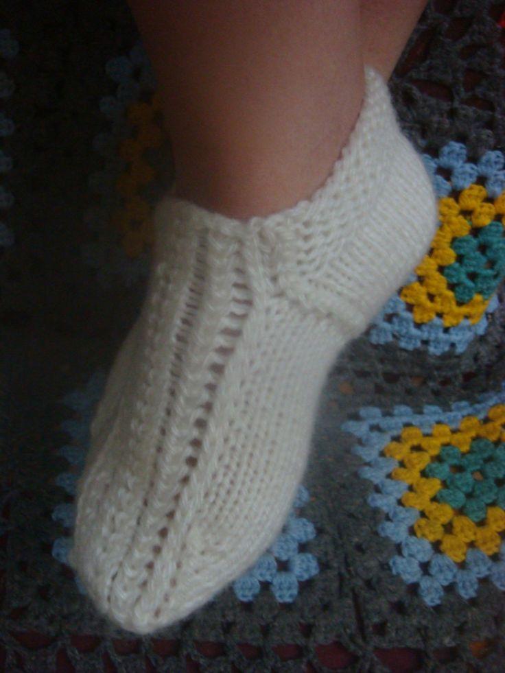 В видео рассмотрим еще один способ вязания следков на двух спицах без шва. How to knit socks knitting needles? Следки спицами https://www.youtube.com/watch?v...