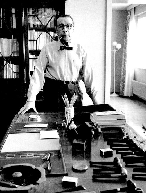 creator of commissaire Maigret, Georges Simenon... and his pipe addiction