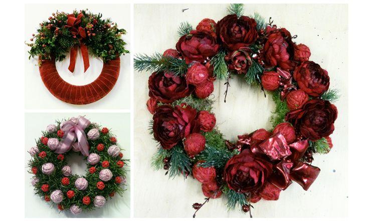 Corone per docorare la porta a Natale. Decorazioni Natalizie Roma: www.laflorealedistefania.it #fioristaroma #decorazioninatale #laflorealedistefania #fattoamano #handmade #christamsdecorations #christmaswreath #christmas2016 #xmas2016 #homedecor #florist #flowerarrangements