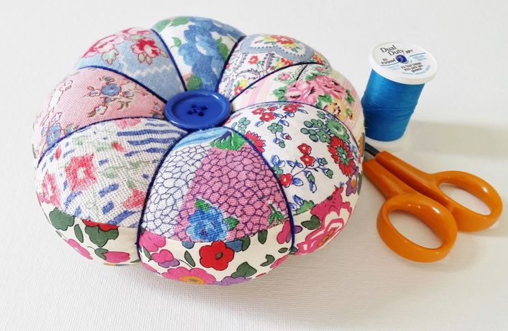 Mad For Fabric - DIY Vintage Feedsack Patchwork Pincushion. TW