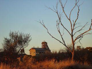 ilovebrokenhill.com January sunrise and a quintessential #BrokenHill view.