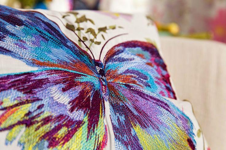 PARADISE GARDEN #detalle #bordado #mariposa #multicolor / #detall #brodat #papallona #multicolor   #raschtextil #ontariofabrics