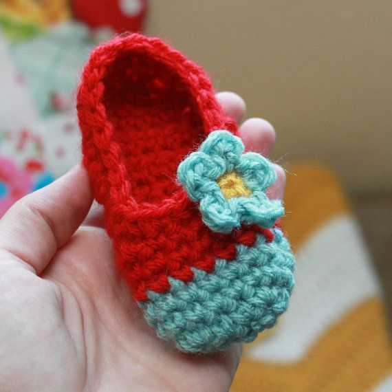 Chloe Slippers (Newborn - Small Child Sizes) Crochet Pattern-- love the colors together!!