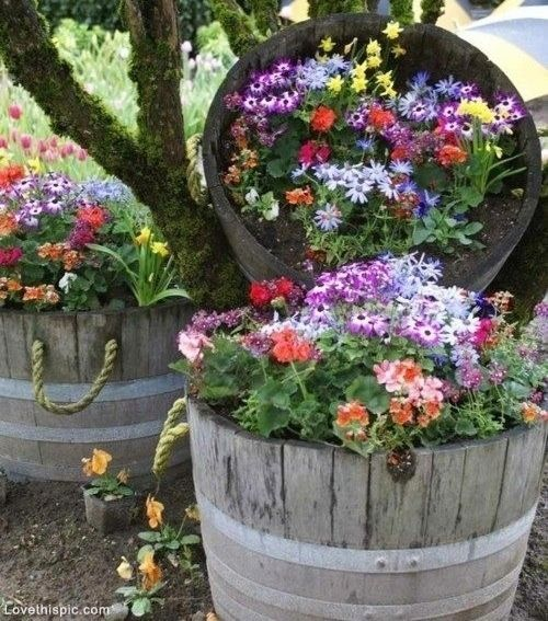 21 Great Garden Decorating Ideas- for under a tree in backyard