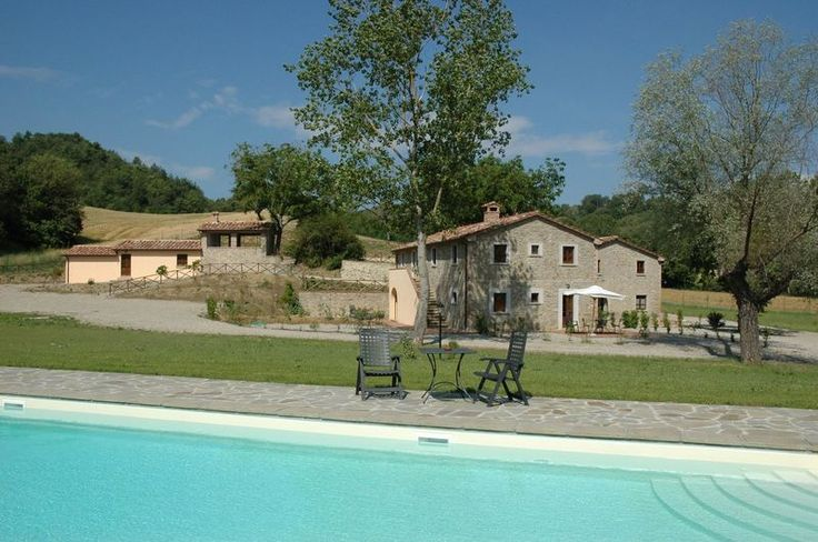 Il Pavone - Nice country house in Umbria quietly situated on the green hills offering enchanting and extensive views over the surrounding landscape and over the beautiful Castello of Lippiano. The country house was carefully restored with all its original architectural features preserved and turned into 5 charming apartments, all of which tastefully furnished in a local style. #holiday #property #Italy