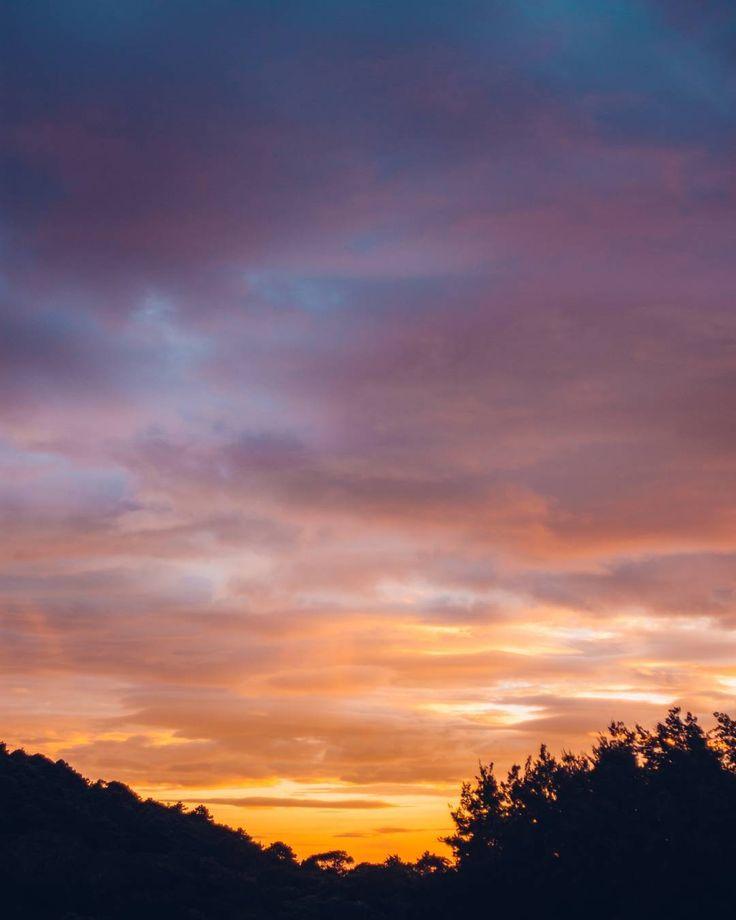 """La única frase que ha salido de mi boca de la cuál me arrepiento es esta: """"El atardecer de hoy ha sido el más hermoso que he visto en toda mi vida"""". Por qué? Mmm sinceramente siempre son mejores.  #Escritoestá: No he de morir; he de vivir para proclamar las maravillas del Señor - Salmos 118:17  #PorSuPerfectoAmor #Seanlaluzdelmundo"""