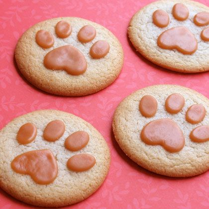 We could change this into a Lady & the Tramp cookie ideas... #DisneySide Fun Kids Recipe -- Lion Paw Print Cookies   Spoonful