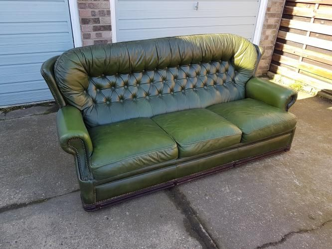 A vintage green buttoned high back leather sofa. | Country ...