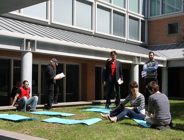 Don Matteo al Campus Bio-Medico: nel mezzo di una scena.