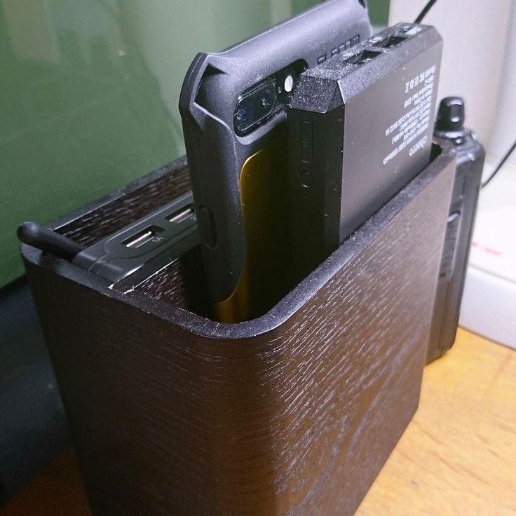 スマホ適当な箱に入れて内蔵スピーカーで再生すると結構な実用的な感じ