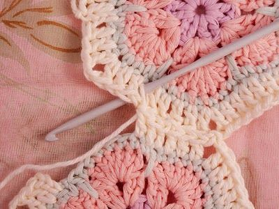 http://heidibearscreative.blogspot.com/2011/02/african-flower-hexagon-join-as-you-go.html    African Flower Grannie - Join As You Go