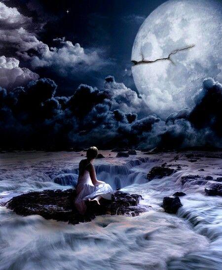 * Letto di stelle * Riposerò, stanotte, su un letto di dorate stelle. Dolore e rimpianti svaniranno dalle pieghe del cuore bevendo, le arse labbra , fecondegocce di desideri. La luna sarà il candido cuscino sul quale scorreranno straripando vigorose cascate di soffusi sogni ed il cielo sarà protettiva coperta al mio corpo indifeso che le languide dita della notte accarezzeranno rendendo sereno il mio respiro. Al mio risveglio lascerò impronte silenziose ed ingorde su soffice bambagia…