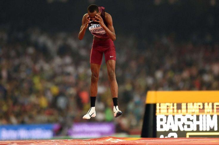 El atleta qatarí Mutaz Essa Barshim durante la final de salto de altura.