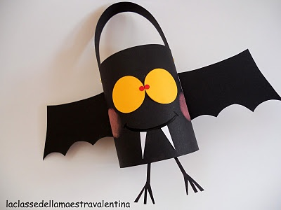 Fun bat! (this blog is in Spanish but the craft ideas are cute!)