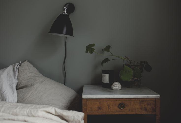 sovrum är målat i Tant Johannas Gröna från Nordsjö