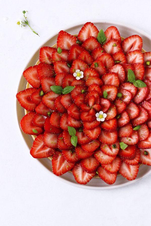 Recept på mazarintårta med jordgubbar och basilika