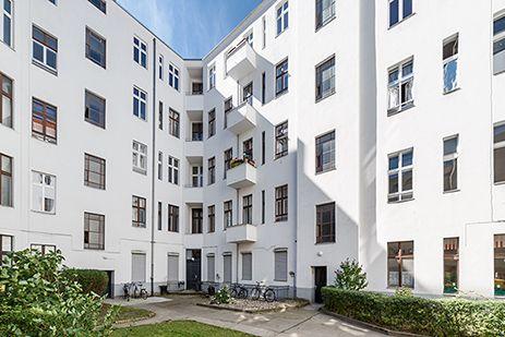 Ein Innenhof mit viel Licht. Zum Projekt: http://ziegert-immobilien.de/de/projekte/Schillerstr-64/