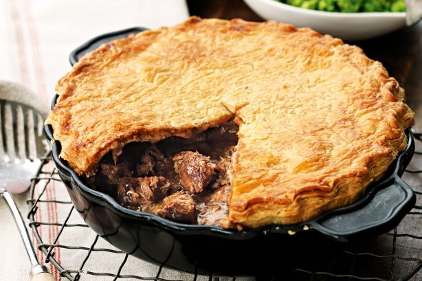 This country-style beef pie contains a flavoursome blend of succulent beef in a rich curry gravy.