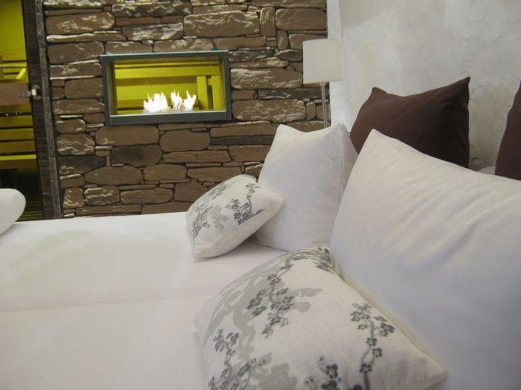 Relax-cottage Schloßheck - Suite Côte d'Azur Schlafzimmer mit Bio Lehm Sauna, Whirlpool und Bio Kamin