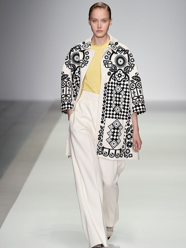 Holly Fulton uses Cool Wool at London Fashion Week for Spring/Summer 2015 Fulton uses print in a geometric form to draw the eye around the body, breaking up the large proportioned garment. It provides immense visual stimulation whilst remaining in a simple and traditional colour palate. www.merino.com/fashion/cool-wool/holly-fulton-ss15/