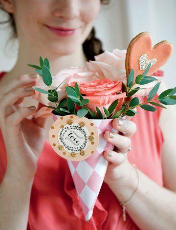 Un cornet de papier pour la saint valentin ! Valentine's day - Bouquet DIY - Marie Claire Idées
