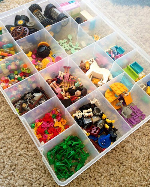 A simple system for storing Lego pieces.
