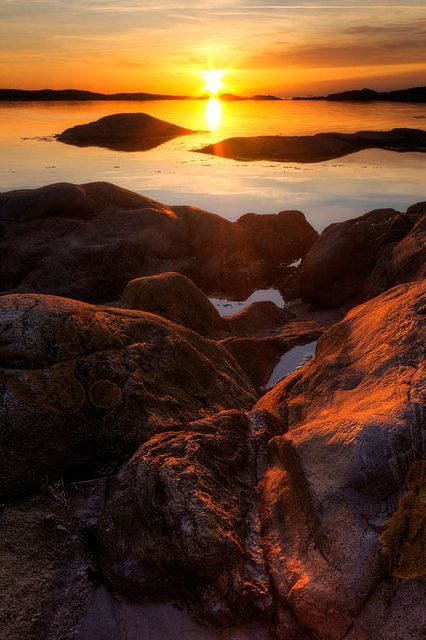 Sunset Archipelago | Brännö, Göteborg by diesmali, via Flickr