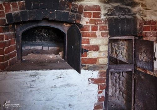 Oven open at Farina. A rotation of volunteer bakers keep the ovens baking during celebrations.