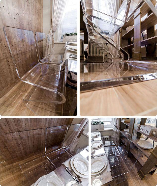 Стулья и кофейный столик из прозрачного оргстекла (акрила)