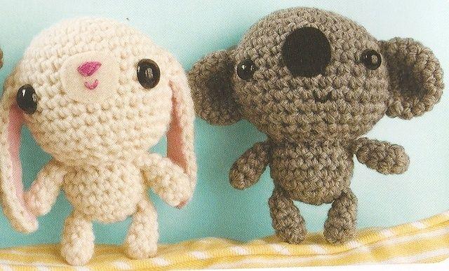 Zelf een klein knuffeltje maken? Hierbij het patroon voor een amigurumi konijntje of koalabeertje!