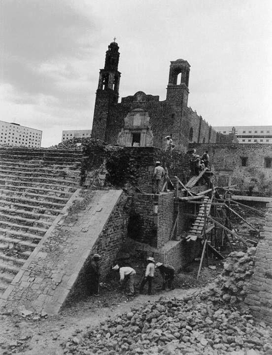 La Zona Arqueológica de Tlatelolco celebra 70 años de excavaciones.(1946-2016) Tlatelolco era el centro comercial más importante del México prehispánico y fue sede de la última y decisiva batalla y caída del imperio mexica en 1521