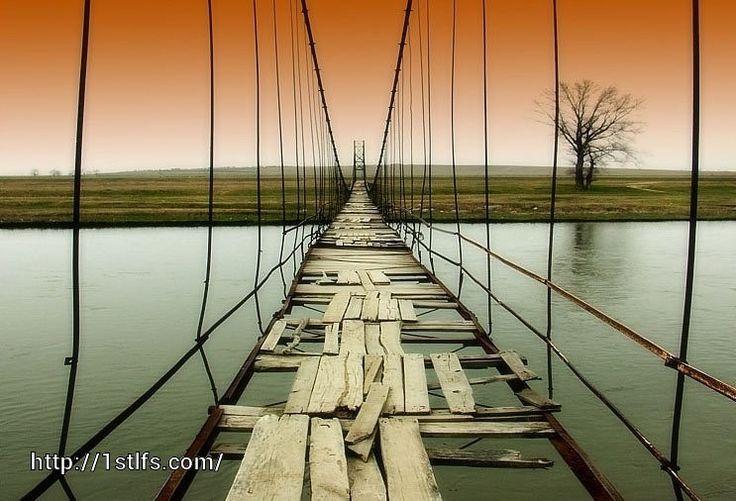 Самое непростое в жизни — понять, какой мост следует перейти, а какой сжечь.  Эрих Мария Ремарк