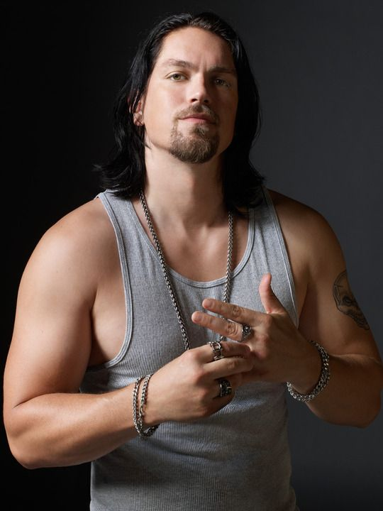 Steve Howey on Shameless. Suh hot. Definitely not Van Montgomery anymore.