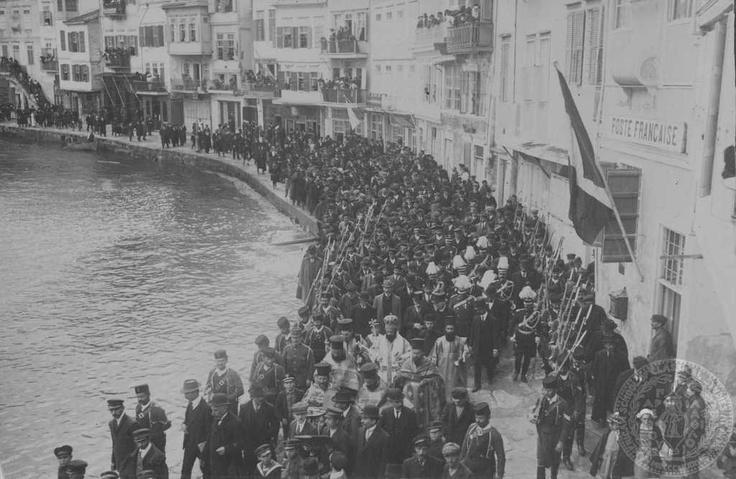 Ο εορτασμός των Φώτων στο λιμάνι των Χανίων. Κρήτη; 1913.