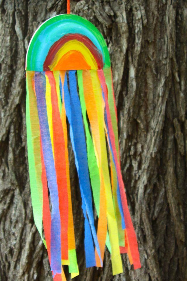 Regenboog met crêpe papier