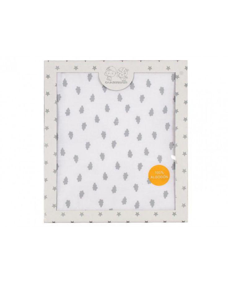 Bonito arrullo infantil con estampado de nubes grises en 100% algodón con interiror de rizo, ideal para que el bebé se sienta protegido y arropado. Más colores