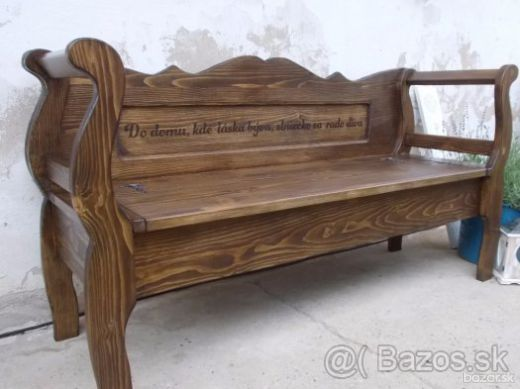 Vidiecka lavica s textom
