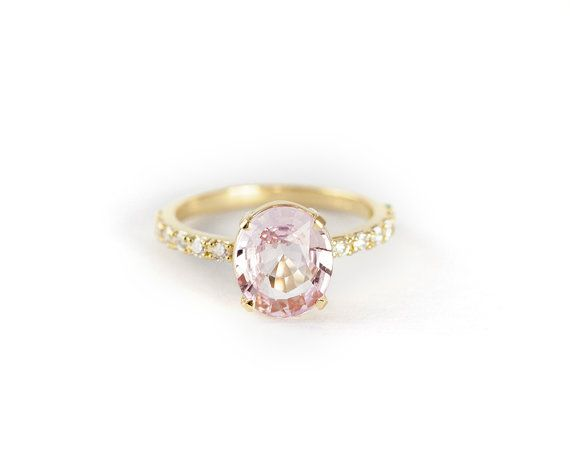 Oval Cut Peach Pink Sapphire Ring. Stunning! ------------------------------------------------------------------------------------------------------