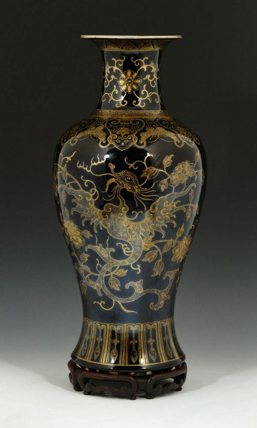 19th century porcelain vase, China.