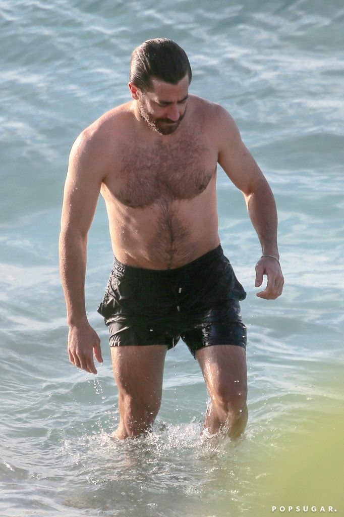 celeb life jake gyllenhaal dating
