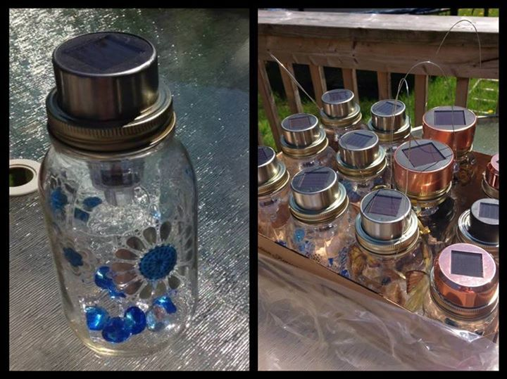 Put anything inside the Mason jar that your children would love to see and grab in hand and hence you can make great gifts out of Mason jars just at the drop of a hat. Choose your favorite gifts from the collection and just duplicate them to make your beloved ones happy so they will be respecting you more.