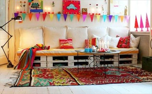 This is a good representation of what I might replace my nasty old couch with. 16 Pallet Daybed: Hot and New Trend