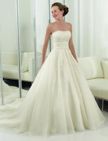 Белое бальное ретро свадебное платье со шлейфом открытая спина зимнее