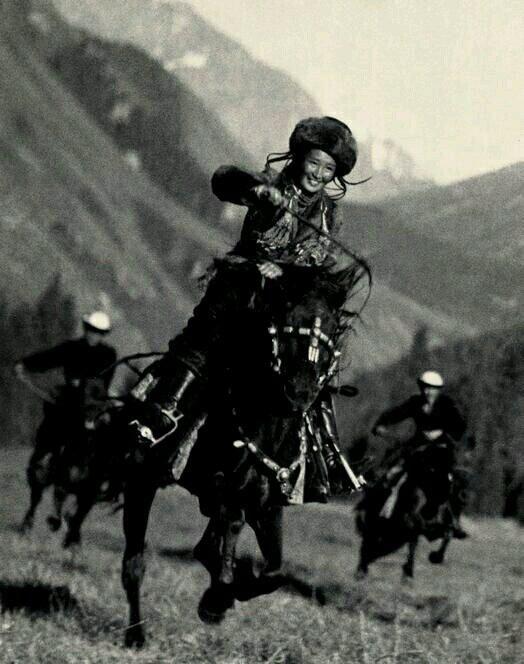 Atlı Kırgız Kadını,Kırgızistan,1936...