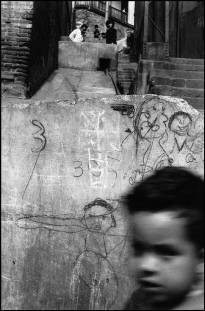 """Sergio Larrain CHILE. Valparaiso. 1963.   Publicó su pirmer libro titulado """"El rectángulo en la mano"""". En el retrata figuras importantes como lo es Pablo Neruda."""