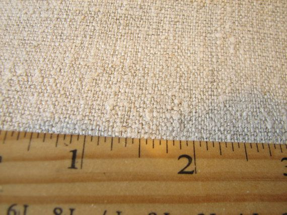 Antiquariato europeo tessuto vecchio organici naturali lino lino intrecciato tessuto Homespun tappezzeria in stoffa duro morbido  Antica meravigliosa (50-100 anni o più) mano tessuta tessuto lino lino homespun ha provenuto da Europa. Buono per diversi progetti: cuscini decorativi, tappezzeria, tabella corridori, cuscini, imbottiture, coprisedie, tende, copriletti, borse fatte a mano, (forse come una tela per i tuoi quadri o per labbigliamento) e molti molti altri usi. Buone condizioni (non…