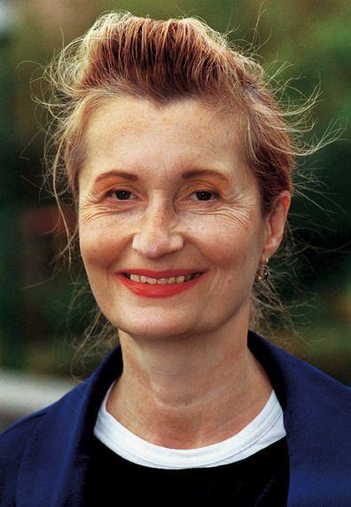 Elfriede Jelinek (Austria, 20 de octubre de 1946-), premio Nobel de Literatura en 2004. Además de novelas, Jelinek también ha escrito poemas, ensayos y obras de teatro