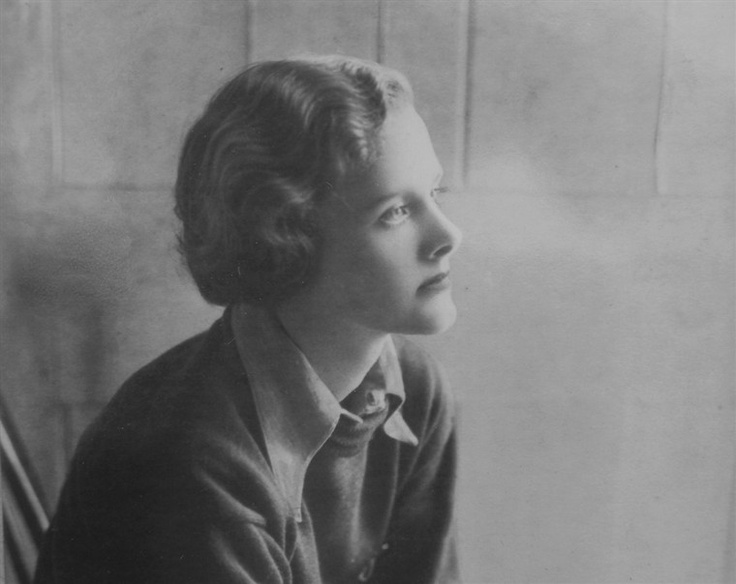 rebecca by du maurier essay Rebecca homework help questions what is the new mrs de winter's first name the narrator of the daphne du maurier novel, rebecca, is an orphan whose parents died about a month apart.