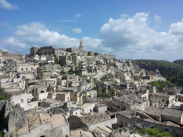 Matera - La città dei #sassi, una delle città più incredibili da visitare  #sassi #abitazioni #pasolini #gibson