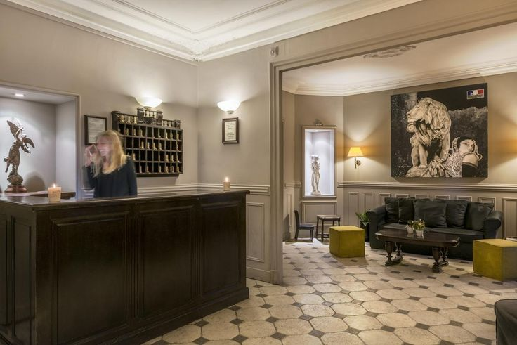 Hotel De La Porte Doree is located in Paris, 210 metres from Bois de Vincennes and a 20-minute walk from AccorHotels Arena.